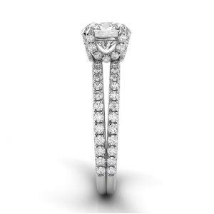 Кольцо с центральным круглым бриллиантом и двойной дорожкой