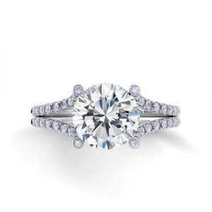 Кольцо с круглым бриллиантом и двойной дорожкой