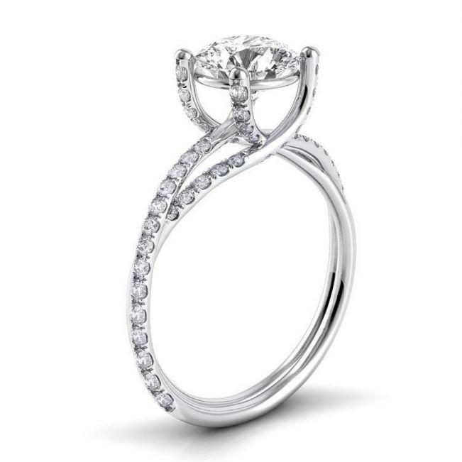Дизайнерское кольцо с бриллиантом и двойной дорожкой