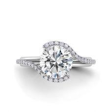 Дизайнерское кольцо с белым круглым бриллиантом и двойной дорожкой