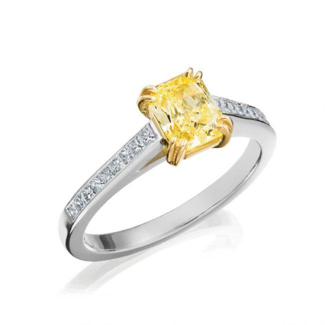 Кольцо с желтым бриллиантом и дорожкой