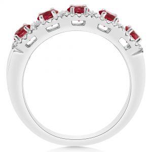 Кольцо с рубинами в ореоле