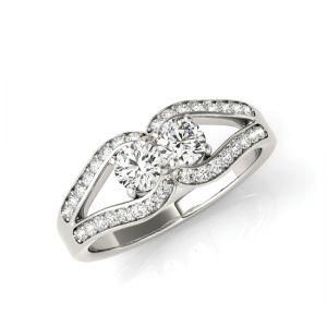 Кольцо с двумя бриллиантами в лепестках