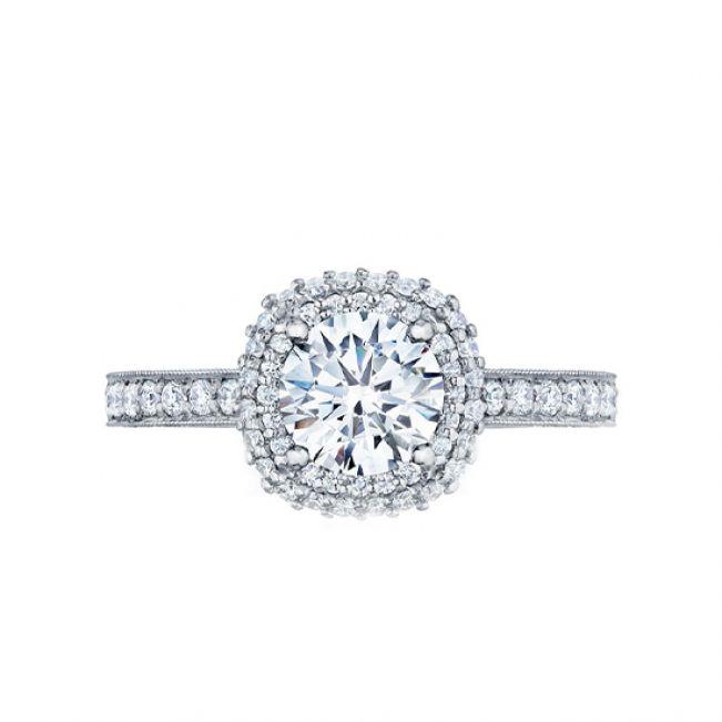 Кольцо с бриллиантом в ореоле и дорожкой