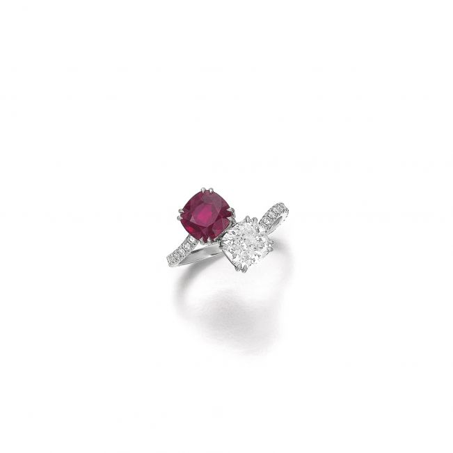 Кольцо с бриллиантом и рубином огранки Кушон