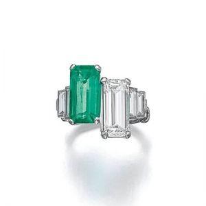 Кольцо с изумрудом и бриллиантом в стиле ар-деко