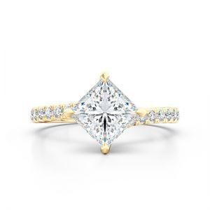 Кольцо с белым бриллиантом огранки «принцесса» и дорожкой