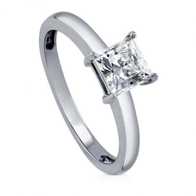 Кольцо с квадратным белым бриллиантом