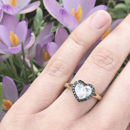Кольцо с белым бриллиантом в форме сердца в ореоле,  Больше Изображение 4