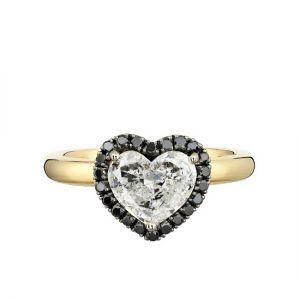 Кольцо с белым бриллиантом в форме сердца в ореоле