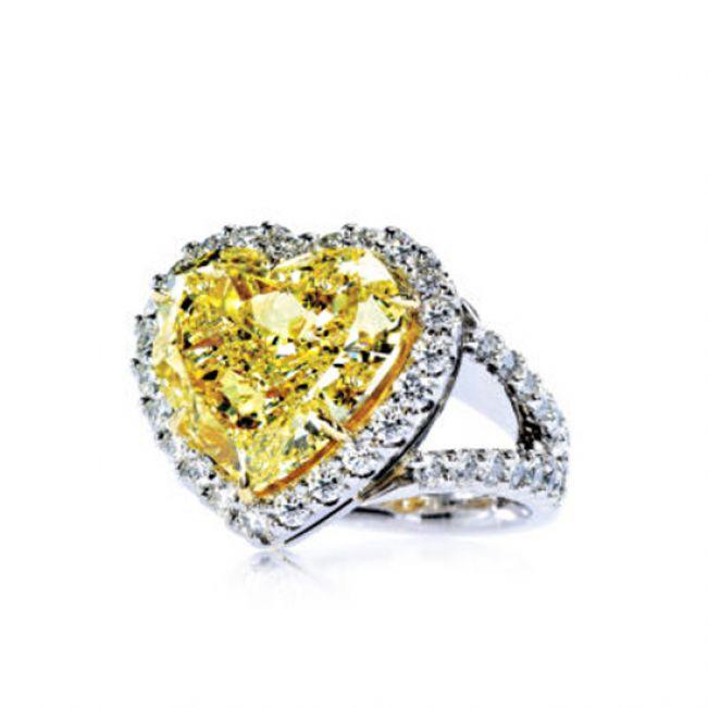 Кольцо с желтым бриллиантом в форме Сердца