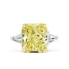 Кольцо с желтым бриллиантом и багетами