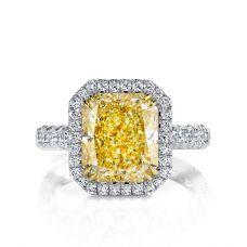 Кольцо с желтым бриллиантом в паве