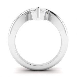 Кольцо с белым бриллиантом огранки капля