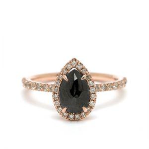Кольцо с черным бриллиантом огранки груша