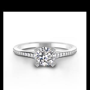 Необычное кольцо с круглым белым бриллиантом
