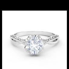 Кольцо с овальным белым бриллиантом и дорожкой