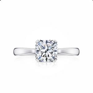 Кольцо солитер с белым бриллиантом огранки «радиант»