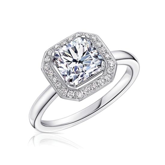 Кольцо с белым бриллиантом огранки «кушон» в ореоле, Больше Изображение 1