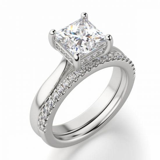 Кольцо с бриллиантом огранки Принцесса со скрытым ореолом,  Больше Изображение 3
