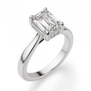 Кольцо с бриллиантом огранки «изумрудная»