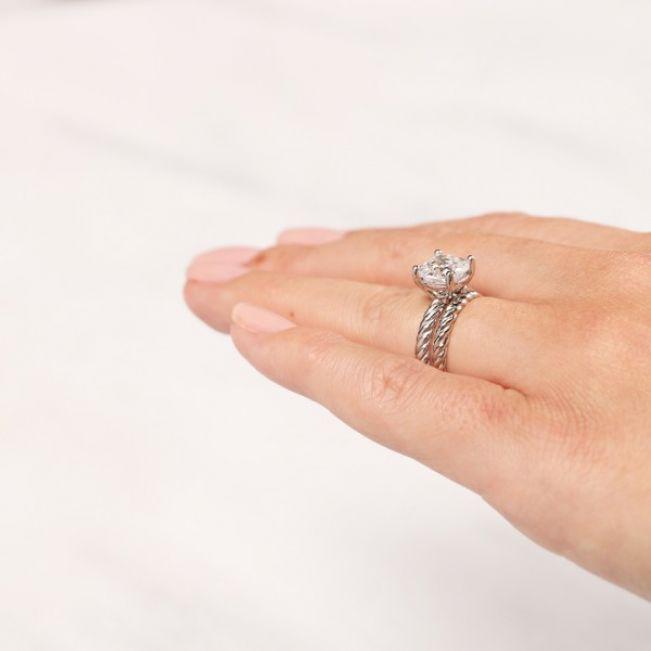 Тонкое плетеное кольцо из золота