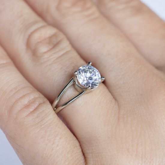 Кольцо с раздвоение с белым бриллиантом,  Больше Изображение 4