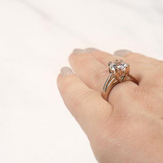 Кольцо с двойными крапанами с круглым бриллиантом