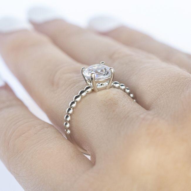 Кольцо солитер с бриллиантом на шинке из шариков
