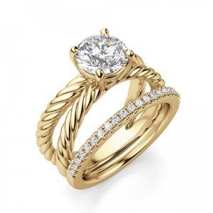 Переплетеное кольцо из желтого золота с бриллиантом
