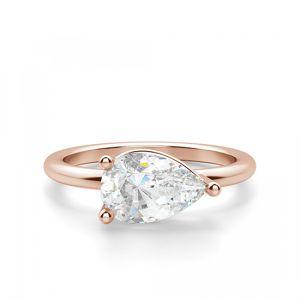 Кольцо с перевернутым бриллиантом огранки Капля