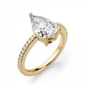 Кольцо солитер из золота с бриллиантом Груша