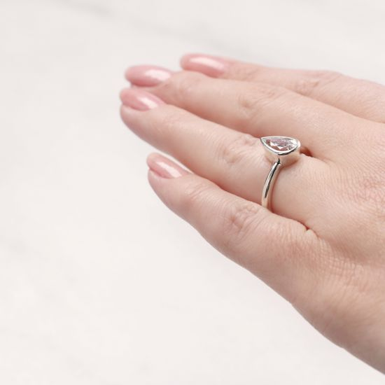 Кольцо солитер с бриллиантом Груша в золоте,  Больше Изображение 5