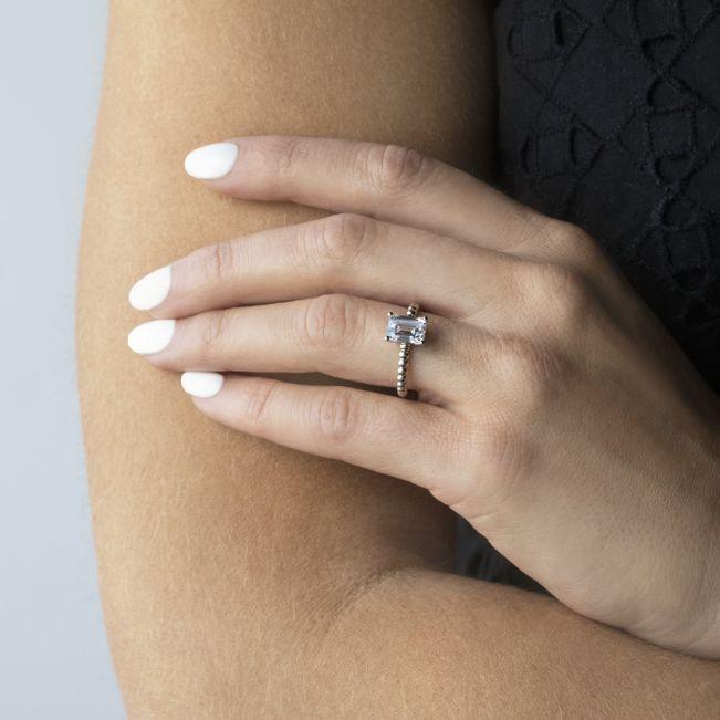 Кольцо с шариками с бриллиантом Эмеральд