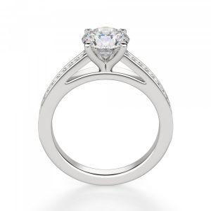 Кольцо с круглым бриллиантом и дорожкой с бортиками