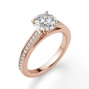 Кольцо из розового золота с бриллиантом и дорожкой