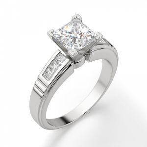 Кольцо солитер с 7 бриллиантами огранки Принцесса