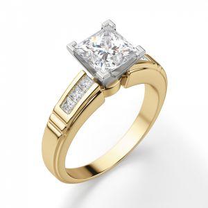 Кольцо с бриллиантом Принцесса и боковыми