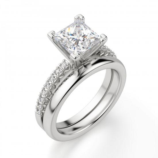 Кольцо с бриллиантом Принцесса и дорожкой с боков,  Больше Изображение 2