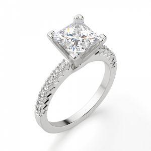 Кольцо с бриллиантом Принцесса и дорожкой с боков