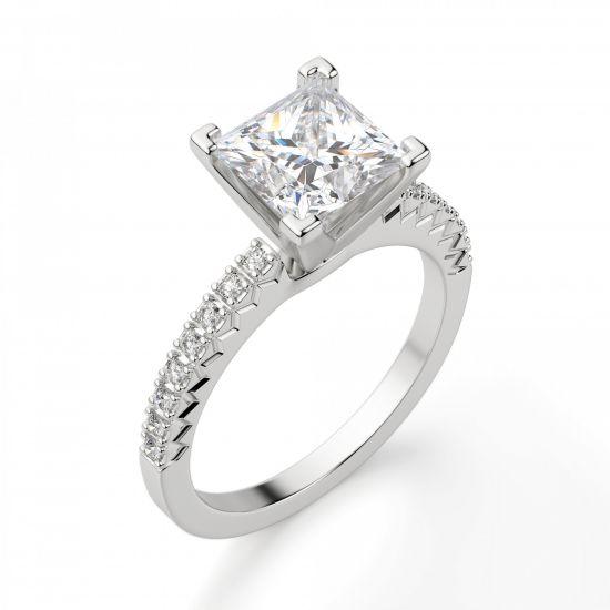 Кольцо с бриллиантом Принцесса и дорожкой с боков,  Больше Изображение 5