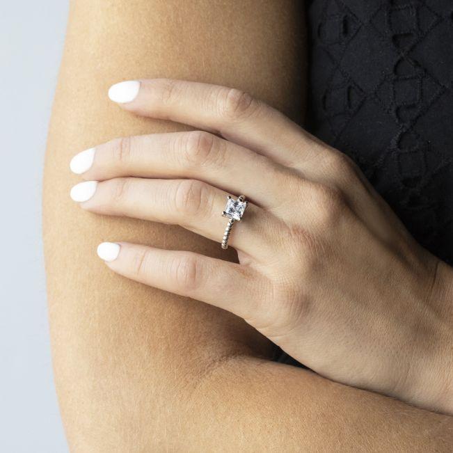 Кольцо из белого золота с шариками с бриллиантом Принцесса