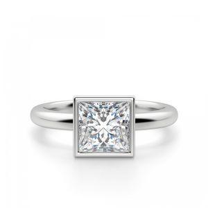 Кольцо с бриллиантом огранки «принцесса» в грухой закрепке