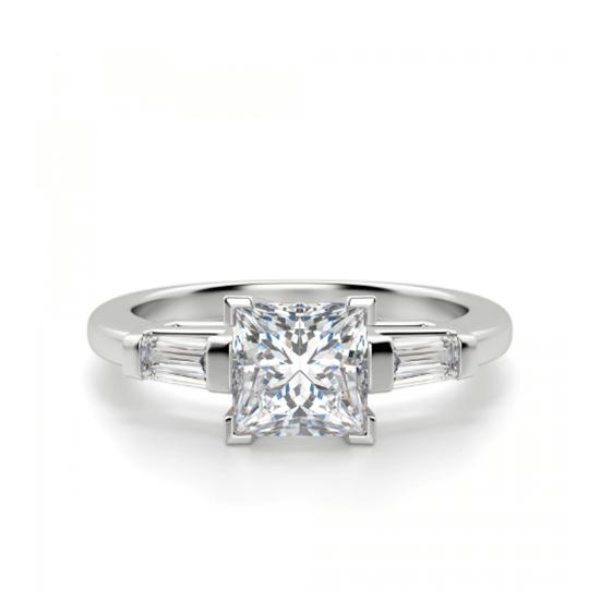 Кольцо с бриллиантом Принцесса» и багетами, Больше Изображение 1
