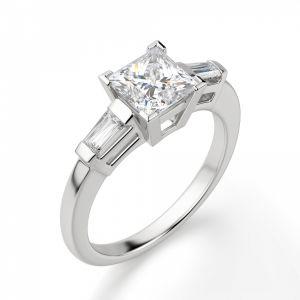 Кольцо с бриллиантом Принцесса» и багетами