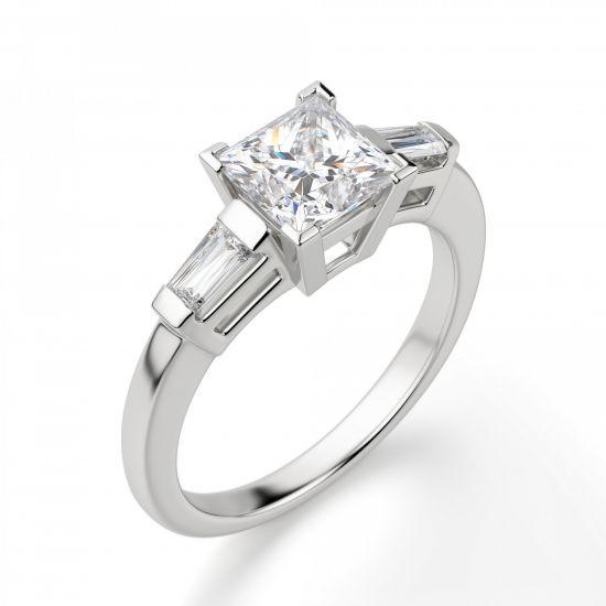 Кольцо с бриллиантом Принцесса» и багетами,  Больше Изображение 4