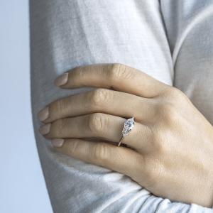 Кольцо с 3 бриллиантами из розового золота