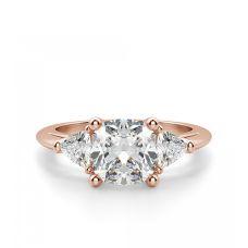 Кольцо с бриллиантом кушоном в центре