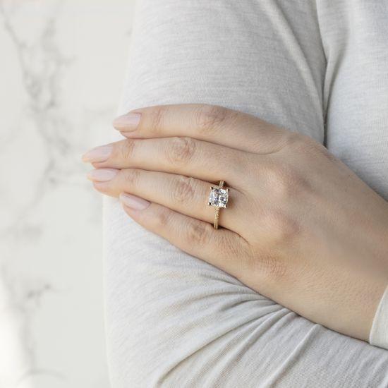 Кольцо с бриллиантом Кушон с паве по бокам,  Больше Изображение 4