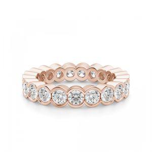 Кольцо из розового золота с бриллиантами по кругу